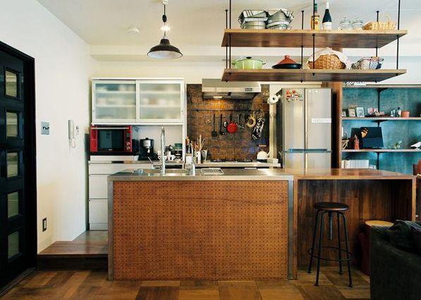 ・木のキッチンカウンター (作業台にもなれば軽く食事もできる大きな天板のキッチンユニット)