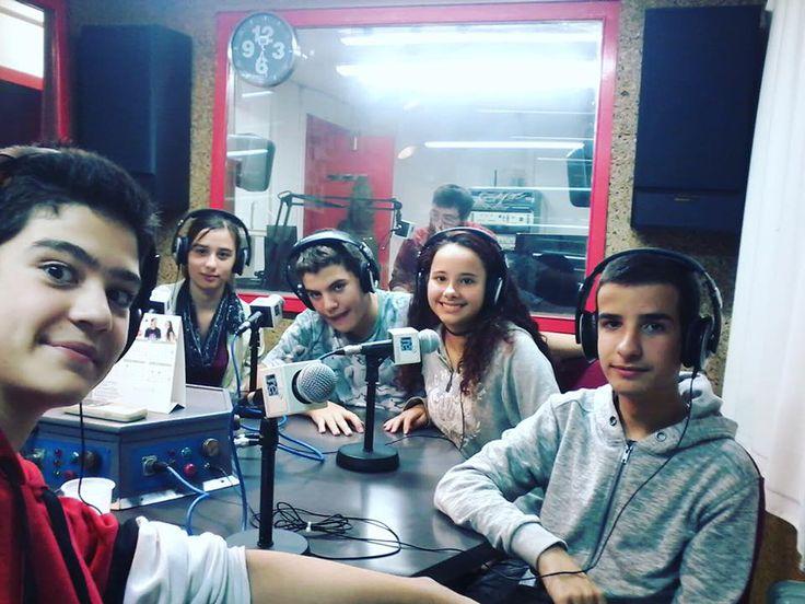 Tots els divendres els #joves de la biblioteca d'#esparreguera van a la ràdio per preparar el programa #quèfemalesbiblios