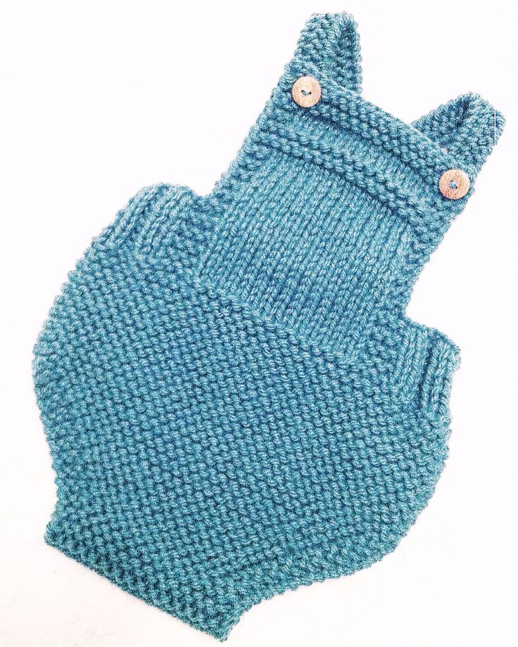 Check this cute dungarees!!!! Designed and knitted by I love Tricoté ❤️. We wish…