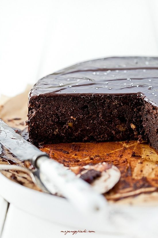 dark chocOlate & almond cake
