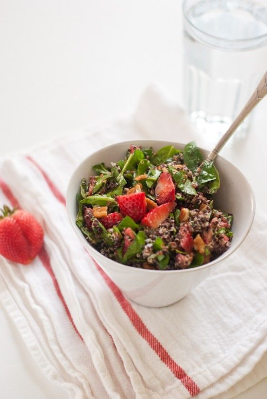 Strawberry, Quinoa and Chopped Spinach Salad - Cookie and KateCookies, Strawberries Quinoa, Strawberries Spinach Salad, Strawberry Spinach Salads, Chops Spinach, Salad Recipe, Quinoa Salad, Healthy Food, Spinach Strawberries