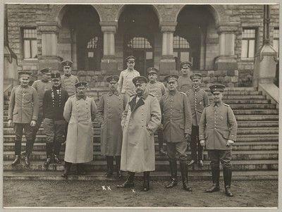 Generaloberst von Hindenburg (x) med sin Stab i Hovedkvarteret