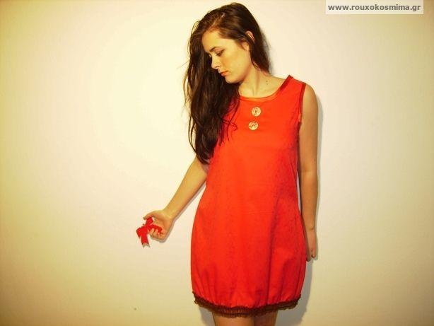 Φόρεμα κόκκινο με δαντέλα καφέ και κουμπιά