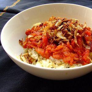 エジプト料理レシピ★コシャリ(エジプト風どんぶり)の作り方|DeNA ... コシャリ屋は、エジプトで必ず見かける日本でいうと吉野家的存在のお店。私も実際にかなりお世話になりました。お米とパスタとお豆が混ざった炭水化物の上に、トマト ...