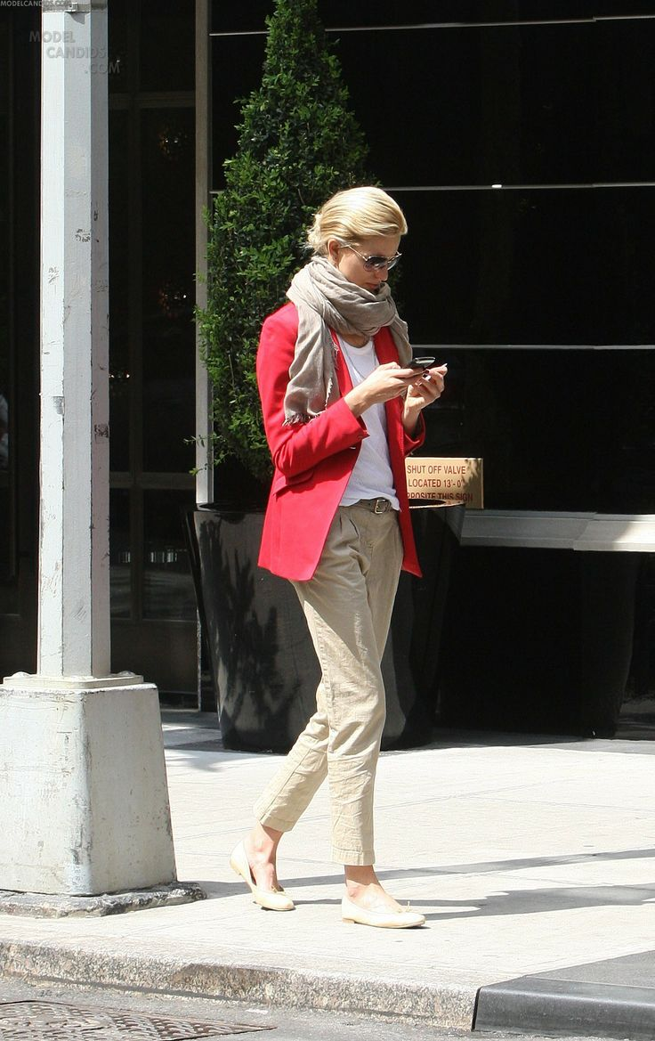 Casual  with chic pieces #KarolinaKurkova Except the flats of course....need something androgynous for me... :)