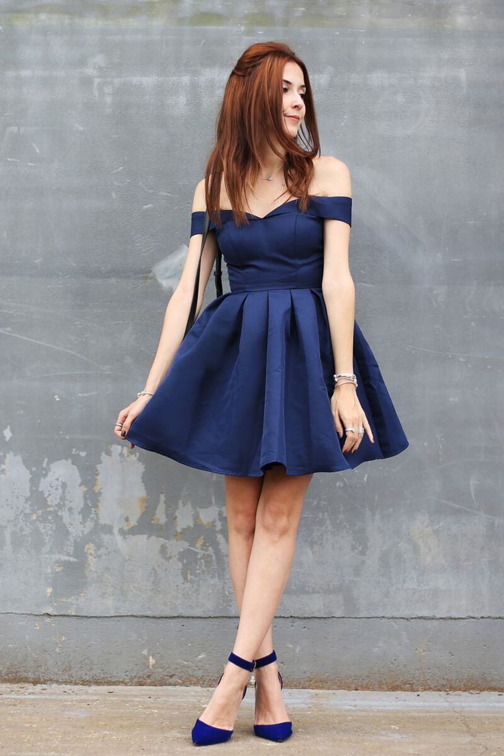 It's very clear for me how the perfect dress looks like and this one from Chi Chi London is just like that. Navy blue and with a gorgeous shape! skater dress - holiday season