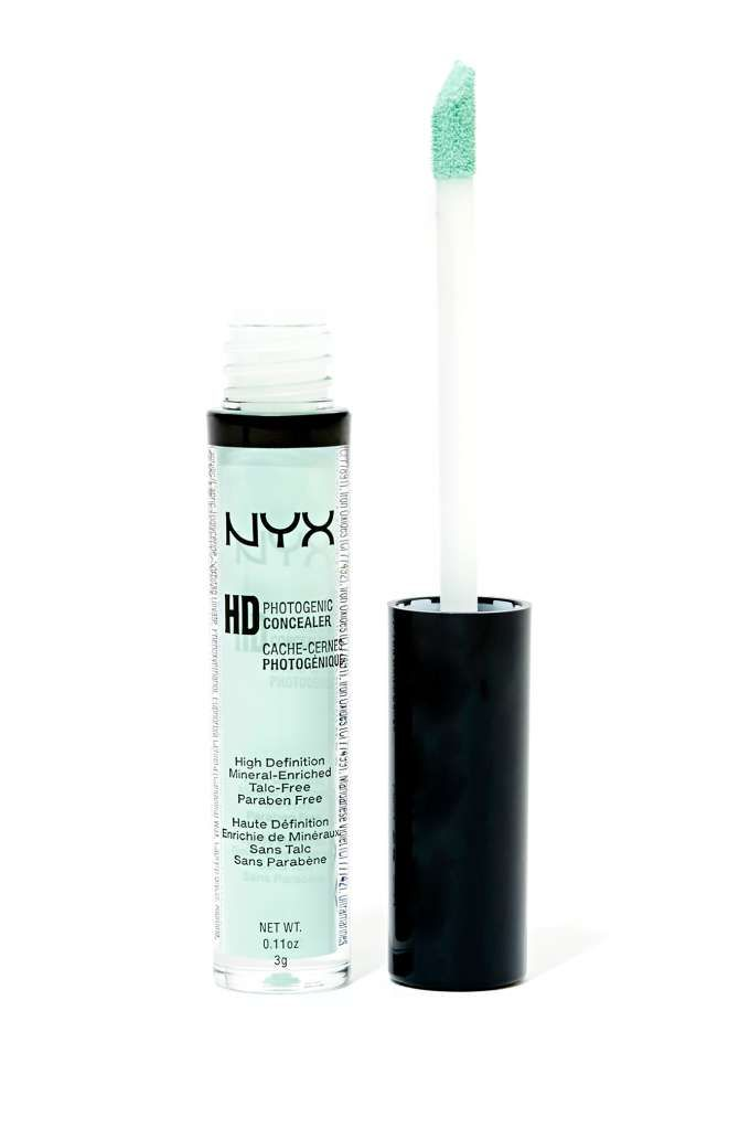 NYX HD Photogenic Concealer in Green. Color corrector to cancel out redness. Super crazy pigmentation.