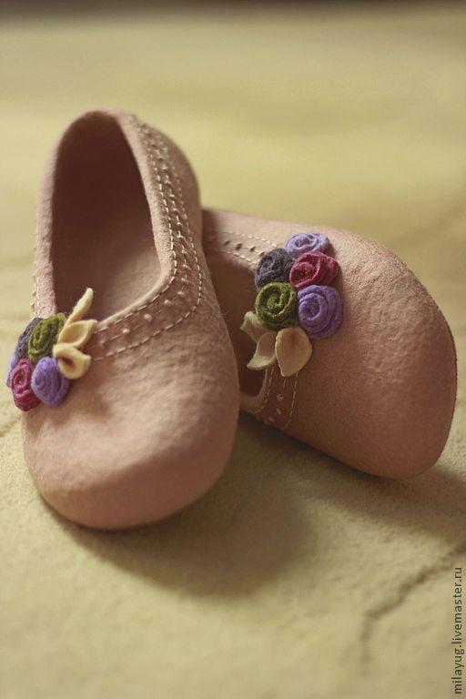 """Купить """"Версаль"""" валяные тапочки-балетки. - кремовый, нежный, розы, тапочки с розами, тапочки с цветами"""