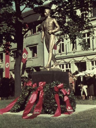 Statue in front of Horst Wessel's birth place. Horst Wessel became a figure of legendary status among the ranks of the NSDAP, with even a party anthem written in his honor ('Horst-Wessel-Lied'). His spirit was continually honored by Hitler and the National Socialist Party throughout the years. This recognition was a result of Horst's martyrdom in the name of the Party, falling after receiving a fatal gunshot wound whilst he was fighting two Communists in Berlin in 1930.