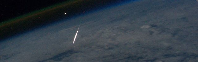 Bewonderaars van vallende sterren opgelet: grote kans om meteorenzwerm te zien - http://www.ninefornews.nl/bewonderaars-van-vallende-sterren-opgelet-grote-kans-om-meteorenzwerm-te-zien/
