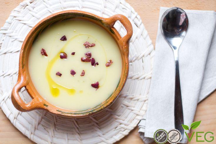 Dall'incontro tra il dolce sapore delle patate e il gusto deciso delle olive nere nasce la vellutata di patate e olive nere!