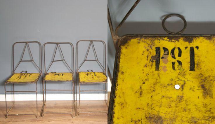 Hoe leuk zijn deze gele metalen stoelen?!