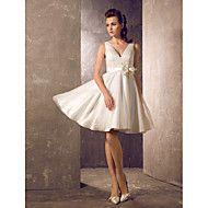 A-Linie Prinzessin V-Ausschnitt Knie-Länge Tüll Hochzeitskleid mit Schärpe / Band Blume Seiten-drapiert durch LAN TING BRIDE®