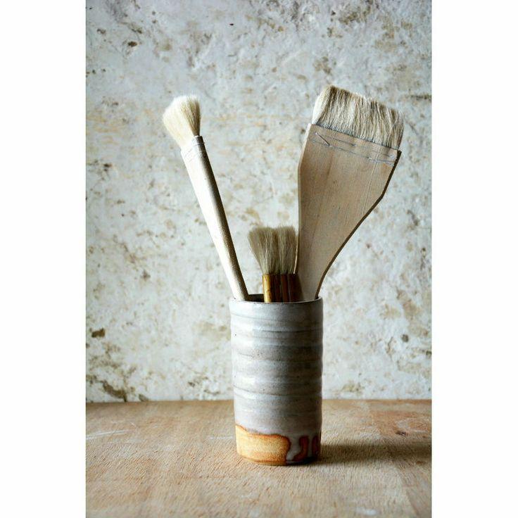 Hånddrejet stentøj Grålig glasurH: 12 cm.Ø: 7 cm.300 kr./Handthrown stone wareGreyish glazeH: 4,7 in.Dia: 2,8 in.Approx. price in Euro: 40,22 Euro