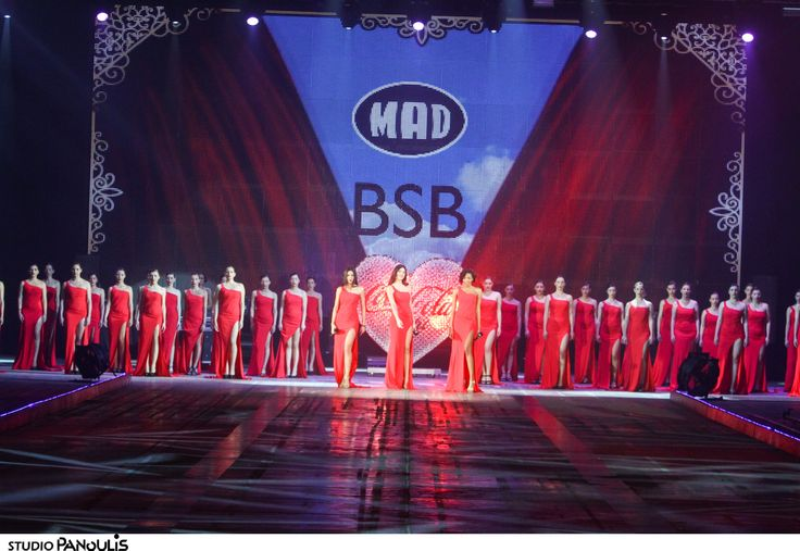 The #RedDress_act by #BSB & #CocaColalight for #niosetinkardiasou