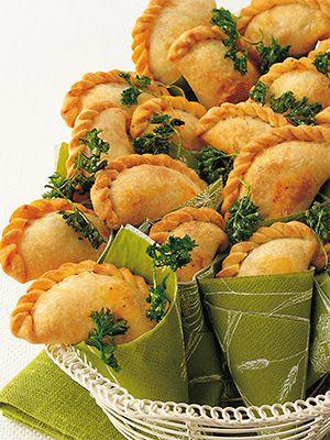 Рецепт «Эмпанады с говядиной и сыром» из книги «Выпечка сладкая и несладкая» Этот рецепт из раздела «Выпечка и пироги». #recipe #pastry #cookbooks #cookbooksru