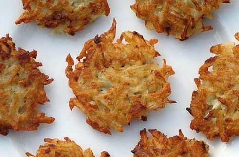 F-Factor Oven-Baked Potato Latkes -Potato latkes may be a cherished Hanukkah tradition, but they're hardly waist-friendly. Not to worry because our F-Factor latkes are baked not fried, so each one is far lighter with only 44 calories and zero fat. Potato Latkes, Potato Pancakes, Baked Potato Oven, Oven Baked, Coconut Macaroons, Recipe Search, Minion, Brunch, Easy Meals