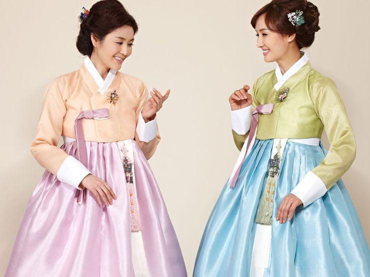 가장 아름답게 빛나도록 도와줄 수 있는 #어머니한복 의 매력에 빠져봐요~ 은은한 컬러감이 더욱 고급스러운 #한복 의 핏으로 만들어 준답니다>< #hanbok #한복  Korean traditional clothes