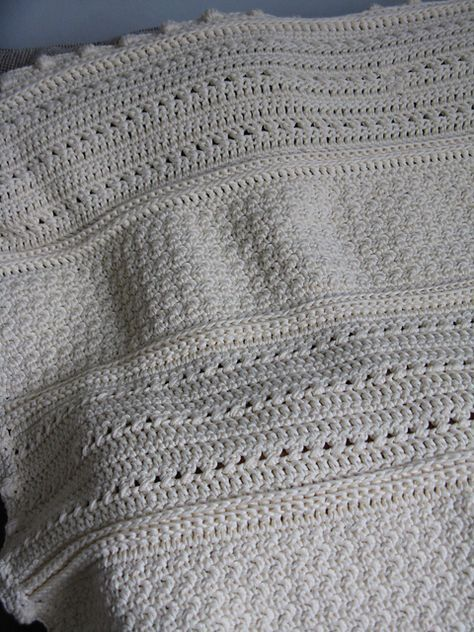 May Day blanket - pretty textures, easy pattern crochet afghan blanket ✿⊱╮Teresa Restegui http://www.pinterest.com/teretegui/✿⊱╮