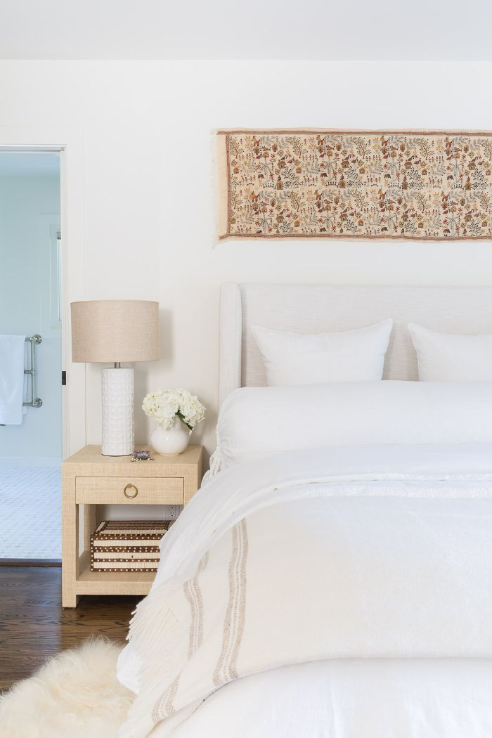 Inside A Refreshing Santa Barbara Home With Bursts Of Sage And Blue Home Simple Bedroom Interior
