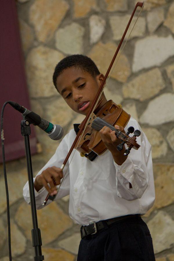 A l'école de musique Vision Nouvelle, j'ai apprécie un récital hors du commun. Je choisis de partager quelques souvenirs de ce délice. by Sebastien Dossous - Haiti