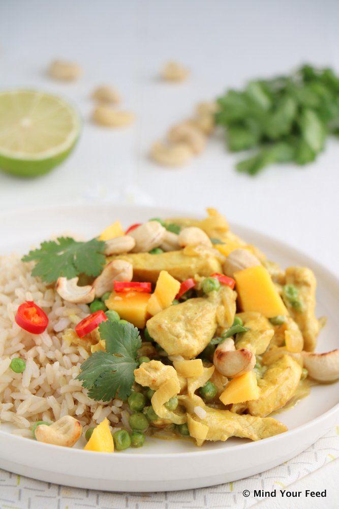 Gele kokos curry met kip, mango en cashewnoten - Mind Your Feed