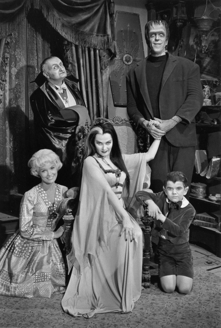 the munsters   beverly owen, al lewis, yvonne de carlo, fred gwynne, butch patrick,   1964