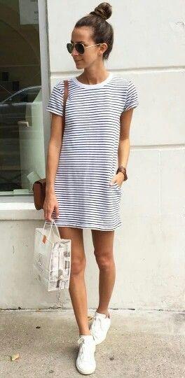 Vestido rayas + zapatillas blancas