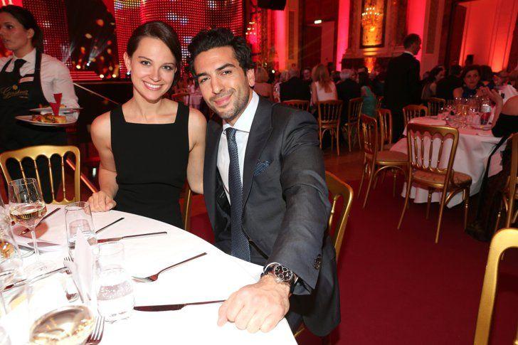 Pin for Later: 8 Fotos von Elyas M'Barek und seiner Freundin, die einfach für sich sprechen Elyas M'Barek mit Julia Czechner beim Romy Award in Wien, April 2016
