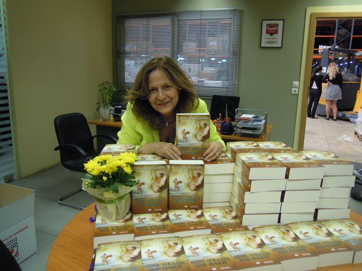 Οι πρώτες αφιερώσεις για τα ενυπόγραφα αντίτυπα της Ρένας Ρώσση-Ζαΐρη! ΣΤΗΝ ΑΓΚΑΛΙΑ ΤΟΥ ΗΛΙΟΥ, για να βουτήξετε στον ήλιο της καρδιάς σας στις 7 Μαΐου!