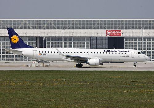 19.04.11 MUC Lufthansa Cityline E195 D-AEBF