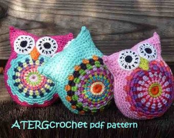 Lovely multicolored owl ornament.      This cute colorful owl has a back and front side with a satin cord  and is crocheted with 100% cotton Catania from Schachenmayr.    Measurements approx.:  3 x 3,3 inch / 7,5 x 8,5 cm          After receiving your payment the owl will be packed and shipped.