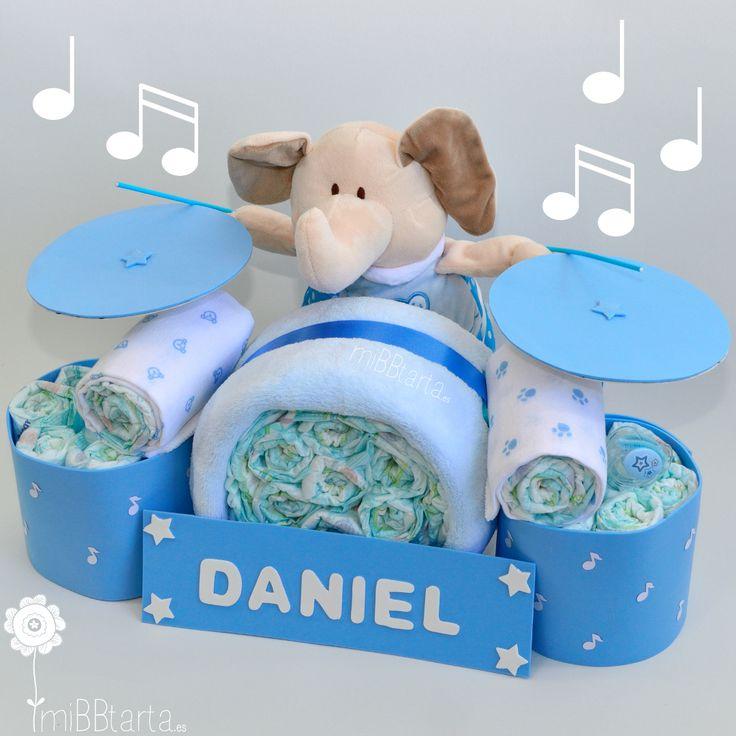 Una batería de pañales muy muy práctica. ¿Buscas un regalo de bebé original? Haz clic en la foto o en el enlace si quieres ver todos los regalitos que lleva en su interior esta tarta de pañales. https://mibbtarta.es/producto/bateria-de-panales/  #bateríadepañales #tartadepañales #tartasdepañales #canastilla #babyshower #regalonacimiento #regalobebe #embarazo #diapercake #diapercakes #cosasparabebes #regaloreciennacido