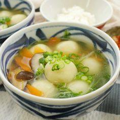 ほっこりもちもち!じゃがいもから作ったもちもちの皮で、お肉を包んだ北海道の郷土料理「じゃが豚」。もっちもち食感のじゃが豚がたっぷり入ったスープに、思わず心も温まりますよ♩