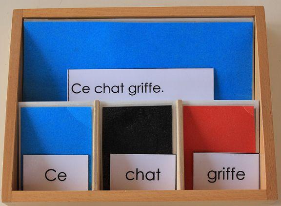 La grammaire ça s'apprend tout petit (suite) Maintenant que votre enfant connaît le verbe, le nom et l'adjectif, vous allez pouvoir lui présenter: le déterminant, l'adverbe et la préposition…