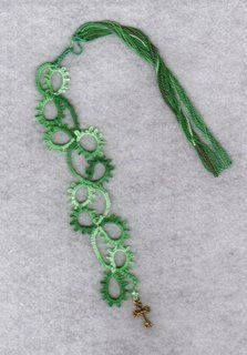 25 Motif Challenge: Eggs, Four Leaf Clovers, and Holiday Tatting