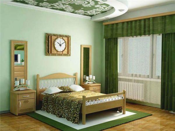 Интерьер спальни с зелеными обоями