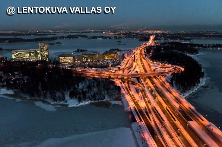 Länsiväylä iltavalossa Ilmakuva: Lentokuva Vallas Oy