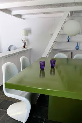 Modern-Dinningroom-Lime-White-Design-Architect-VillaforRent-Oia-Santorini-Island-Greece
