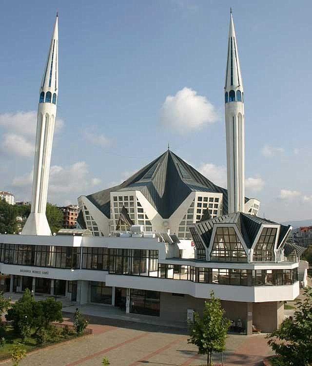 Akçakoca Merkez Camisi mimarisiyle ilgi çekiyor