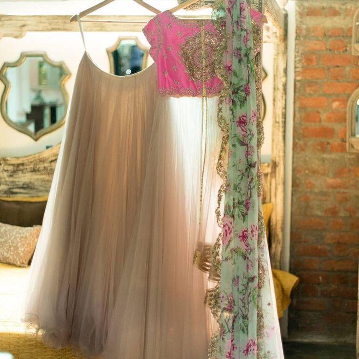 305 best lehengas images on pinterest india fashion for Dress dizain photo
