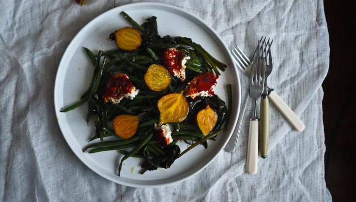 Autumnal+Roasted+Vegetable+Salad+With+Golden+Beetroot,+Beans+