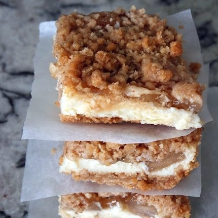 Apple Streusel Cheesecake Bars | food and receipes | Pinterest