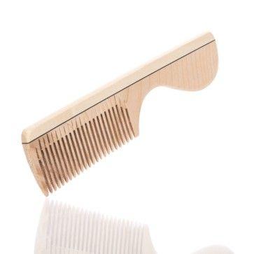 blackbeards Kamm aus Ahorn: Der blackbeards Kamm aus Ahorn. Kämme deinen Vollbart, entknote ihn, bring ihn in Form – wenn dein Bart schon zu lang für deine Bartbürste ist, ist dieser wunderschöne Kamm das Beste für deine Bartpracht.  https://blackbeards.de/blackbeards-kamm-aus-ahorn/ #kamm #mann #haarpflege #blackbeards #haarkamm