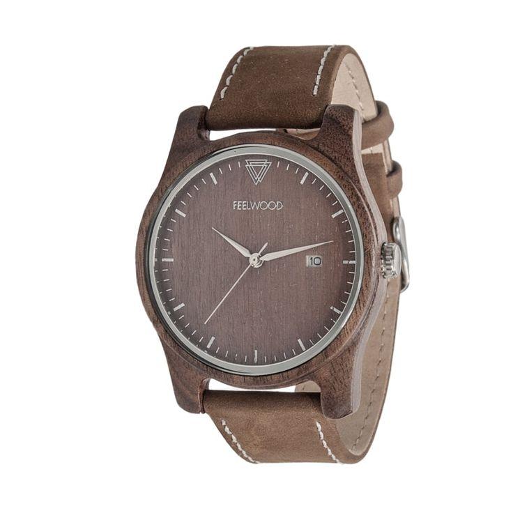 Оригинальные деревянные часы на запястье в стиле унисекс от молодого отечественного бренда Feelwood для незабываемого подарка друзьям и родным на день рождения, юбилей, в качестве романтического подарка, к 8 Марта и другим событиям. Корпус изделия выполнен из древесины ореха, циферблат шоколадного ц