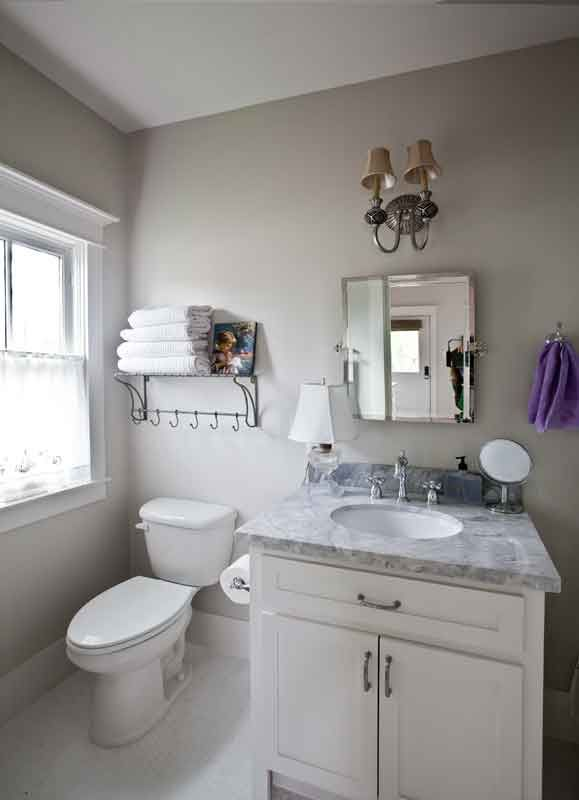 Storage space for a small bath ideas for bathrooms count and wire shelves - Small bathroom space pict ...