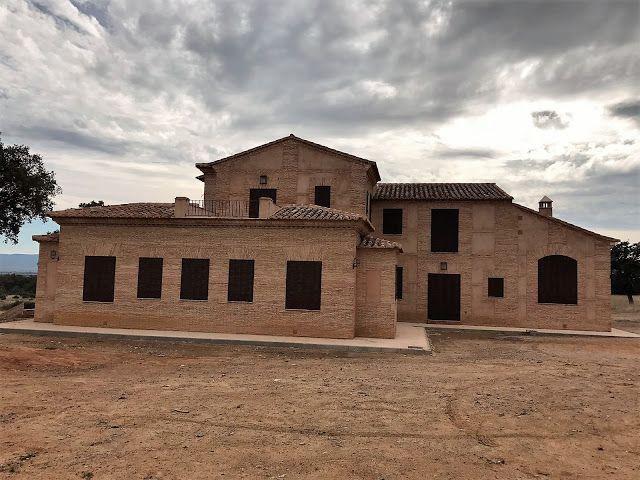 Arquitectura Ornamento Y Obsesion Casa De Campo En Los Montes De Toledo Toledo Salones Grandes Puertas De Paso