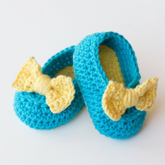 Learn how to create these adorable yet easy Lemon Drop booties, a perfect addition to any baby's wardrobe! Free pattern available!