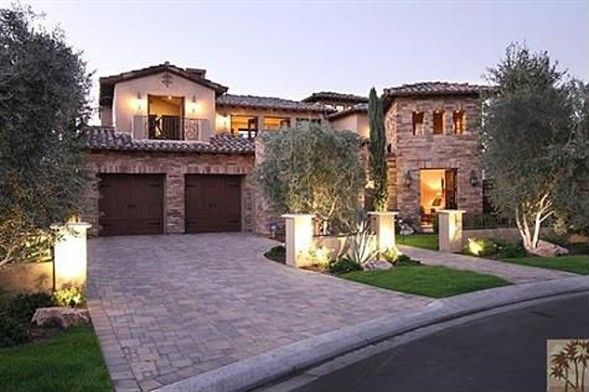 """Beverly Hills Housewife Kyle Richards Buys California Golf Retreat-  """"Real Housewives of Beverly Hills"""" star Kyle Richards  has bought a vacation home outside Los Angeles in the golf-resort town of La Quinta. As first reported by the L.A. Times, Richards and her husband, luxury real estate agent Mauricio Umansky, paid $2.35 million for the getaway in April."""