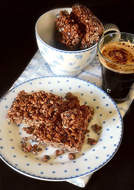Barrette al cioccolato e caffè al riso soffiato e biscotti Oreo
